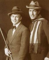 поэт Анатолий Мариенгоф со своим другом Сергеем Есениным